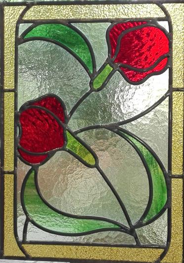 Bleiverglasung Floris als Fensterbild. Florales Jugendstil-Ornament aus Tischkathedralglas und Strukturglas