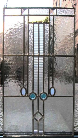 Fensterbild Kristall komplette Ansicht, Bleiverglasung, Tischkathedralglas, Ornamentglas und Glasprismen