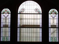 Restaurierung und Rekonstruktion fehlender Bleiverglasungen nach historischem Vorbild.
